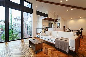 東京都世田谷区T邸。大空間でくつろげる住宅